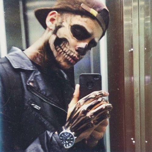 татуировка черепа на руке