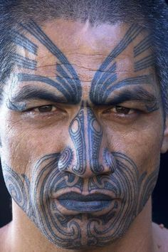 традиционное тату на лице