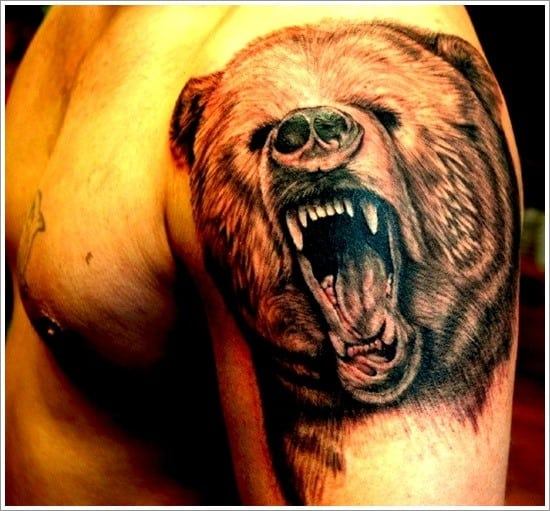 тату медведя на плече