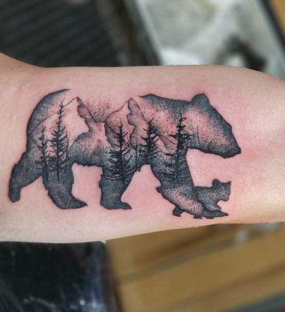 тату медведицы на руке