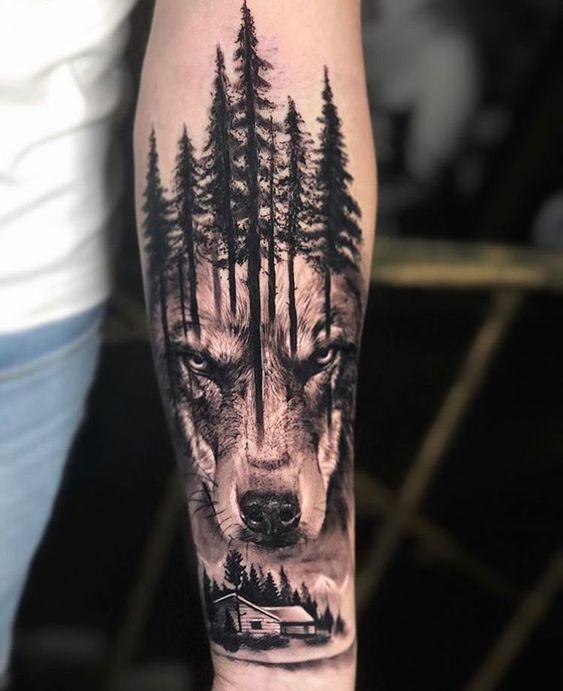 тату вовка і лісу на руці