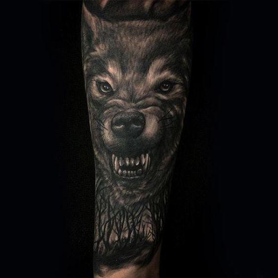 тату вовка, що гарчить на руці