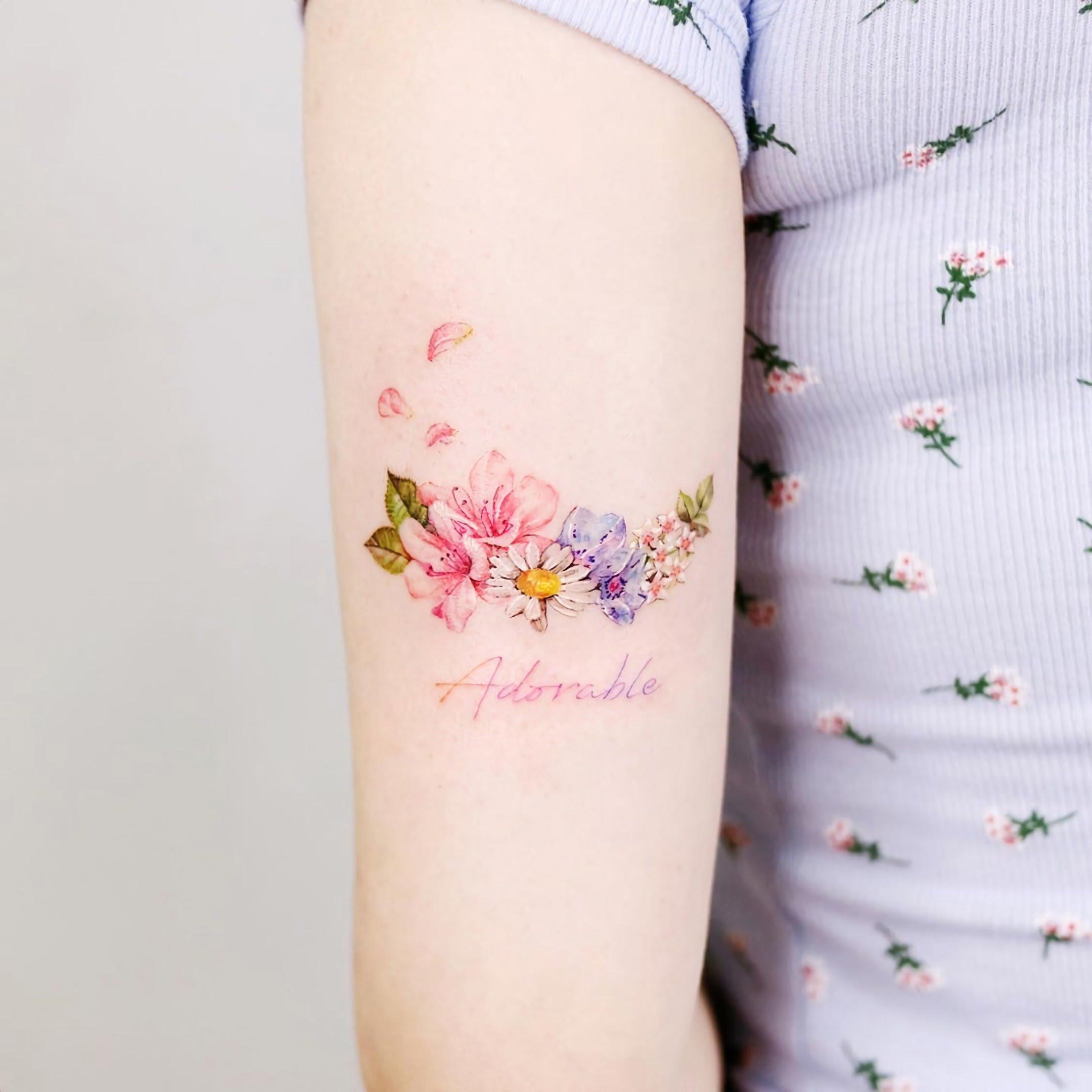 татуировка дня рождение с цветами