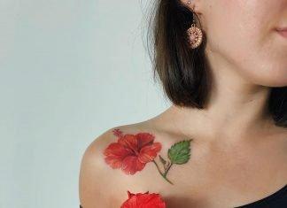 женская татуировка гибискуса