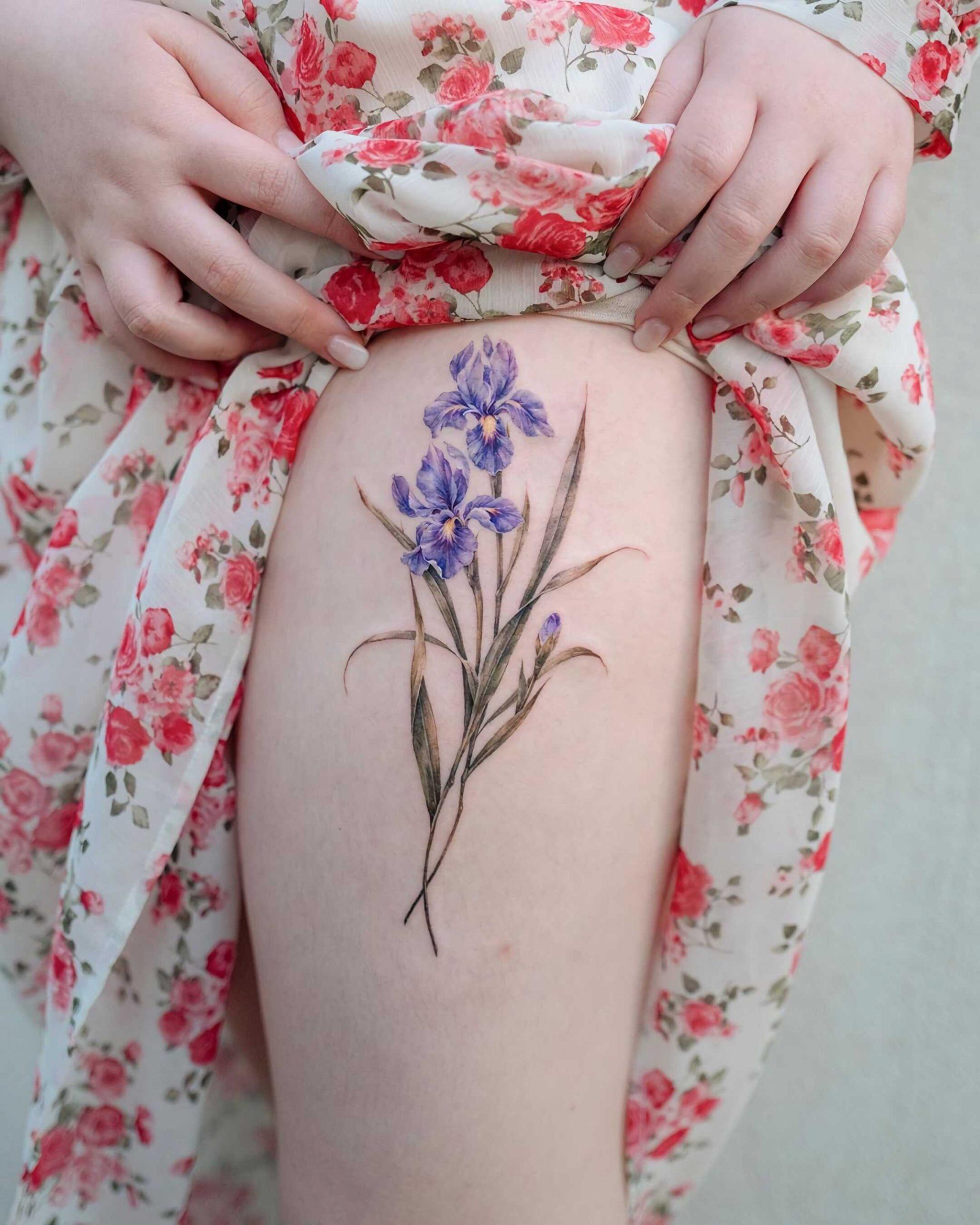 модная татуировка ириса на ноге для девушек