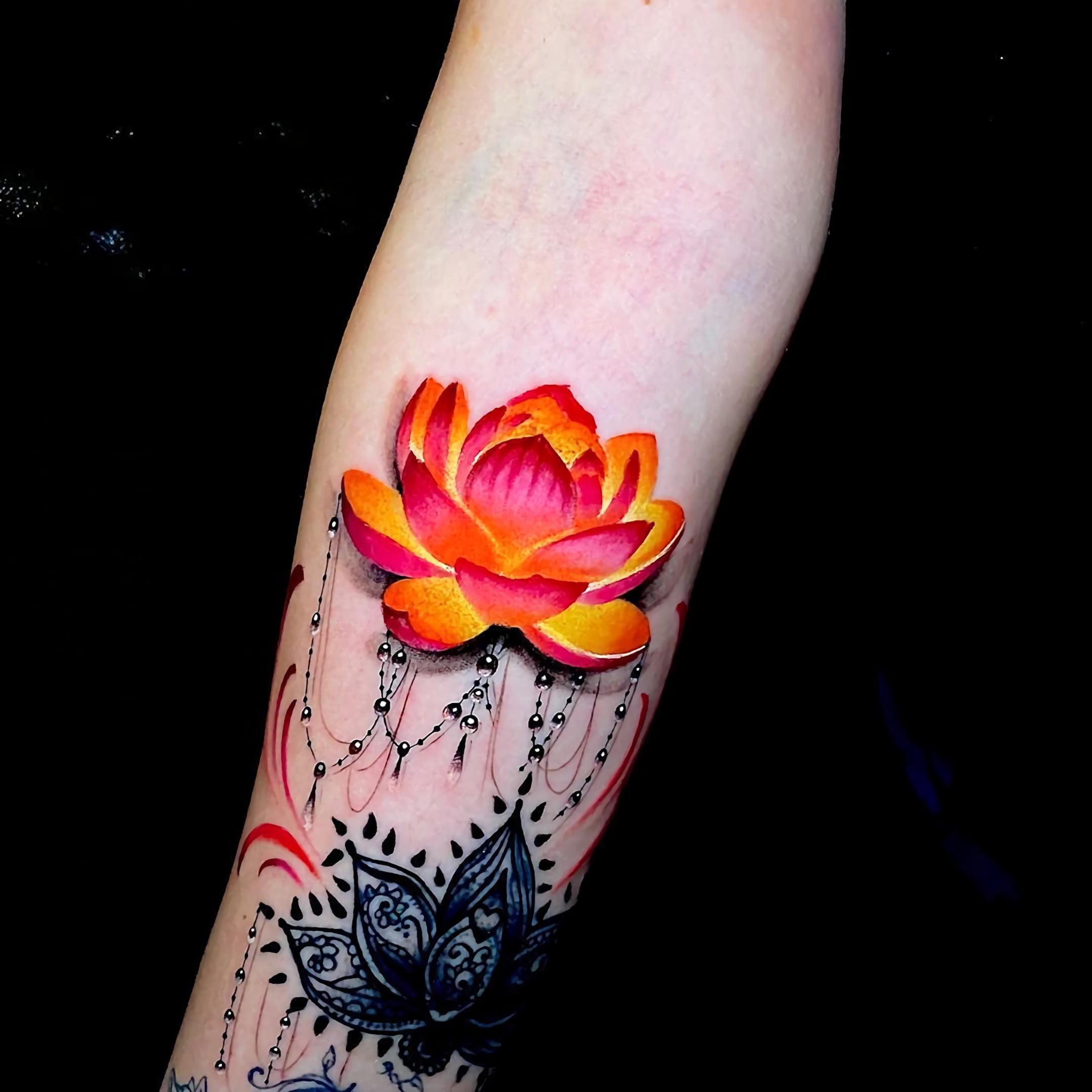 красивая татуировка лотоса для девушек