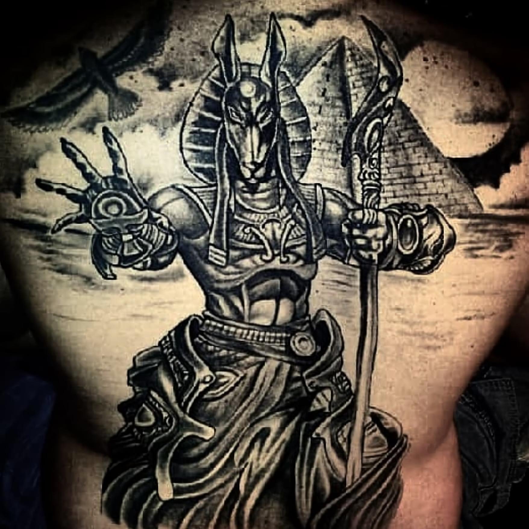 Татуировка Анубиса на спине
