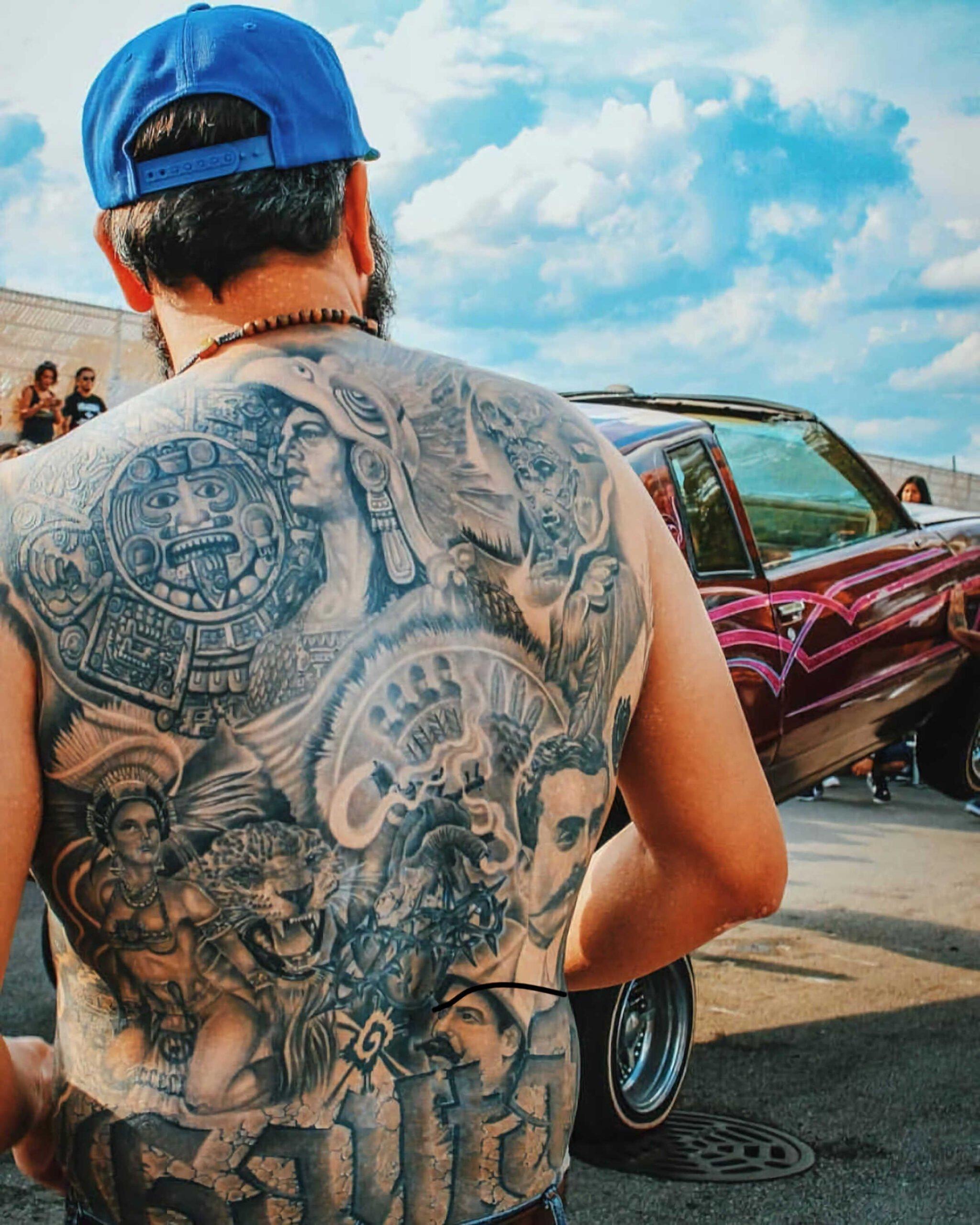 татуировка на спине в стиле чикано