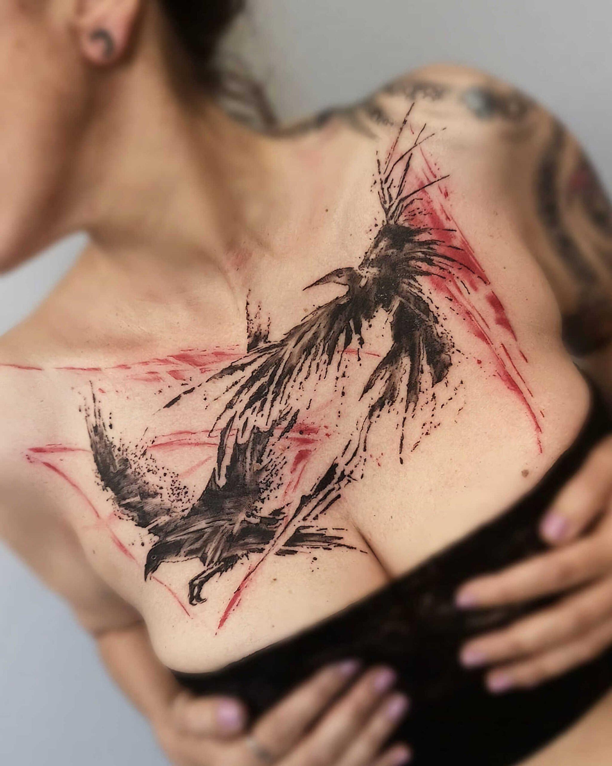 красивое тату в стиле трэщ-полька на груди