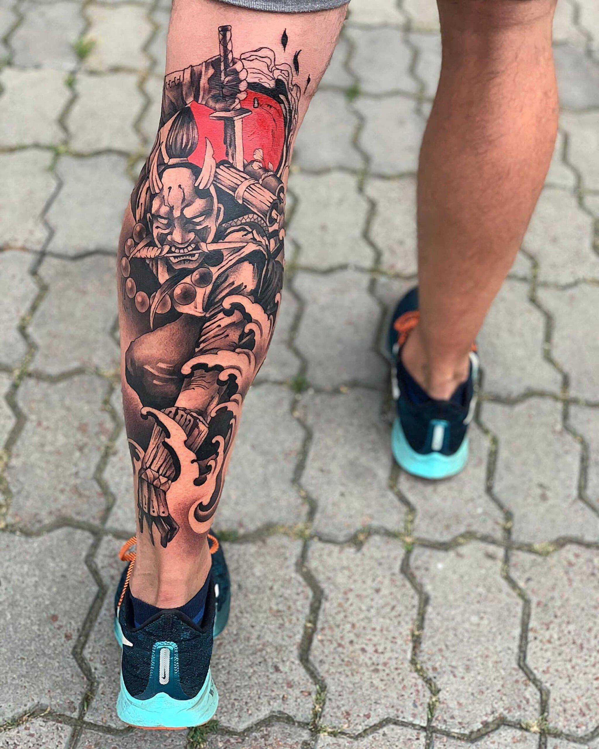 красивое тату в стиле чикано на ноге