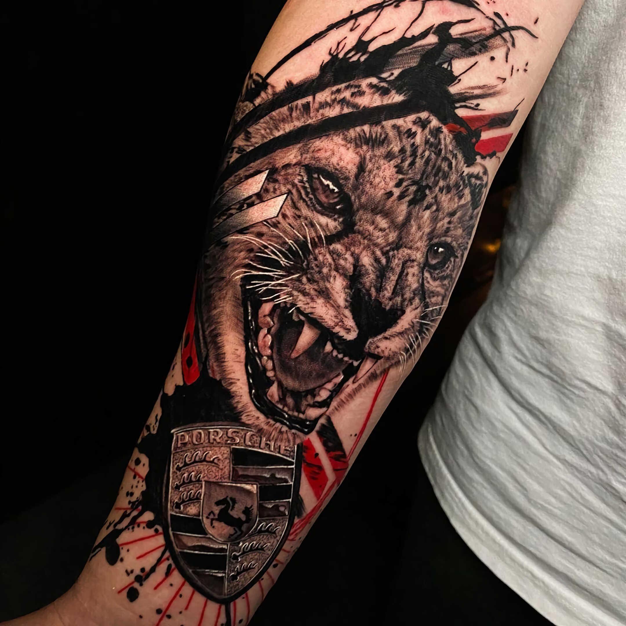 реалистическое тату в стиле трэш-полька