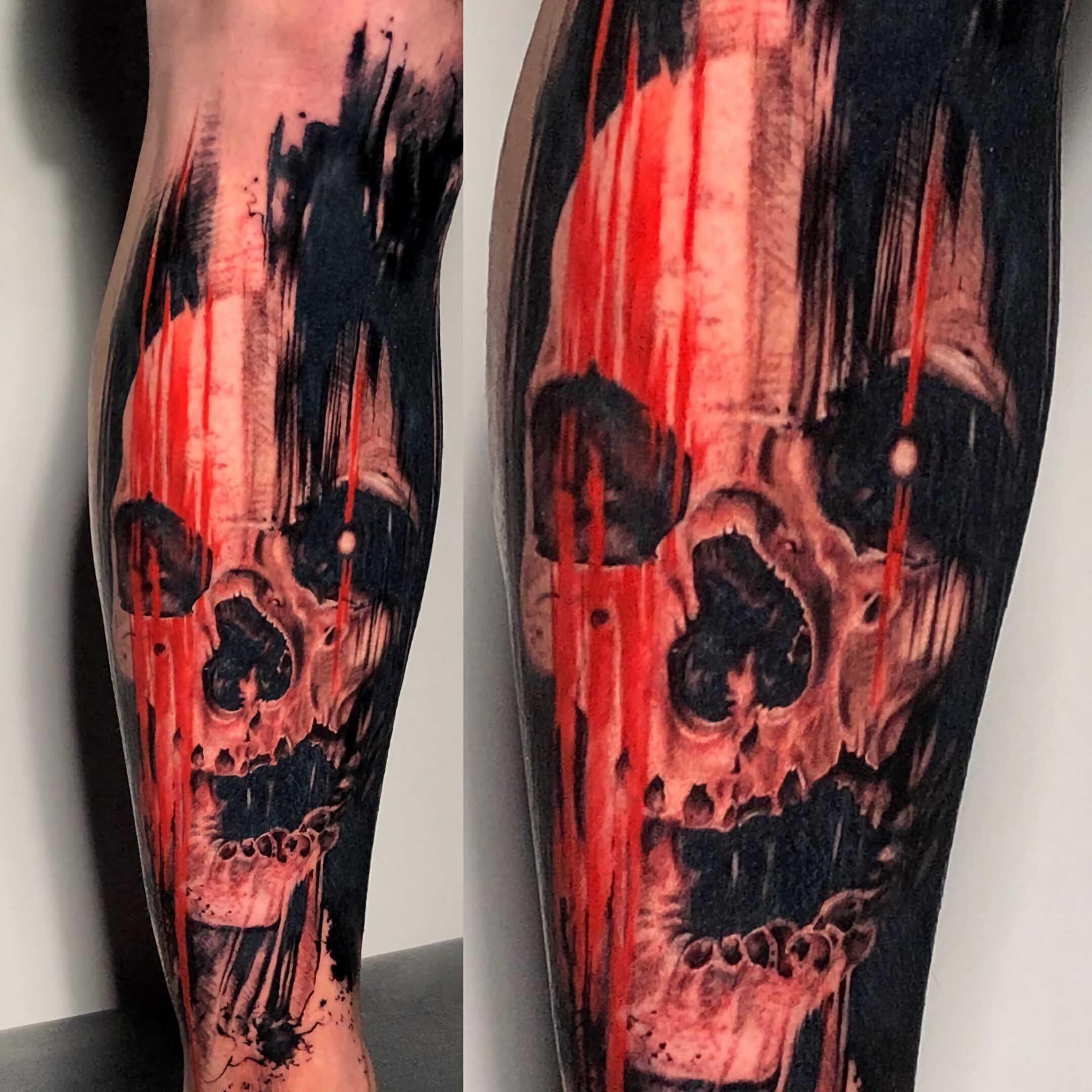 татуировка черепа на ноге в стил етрэш-полька