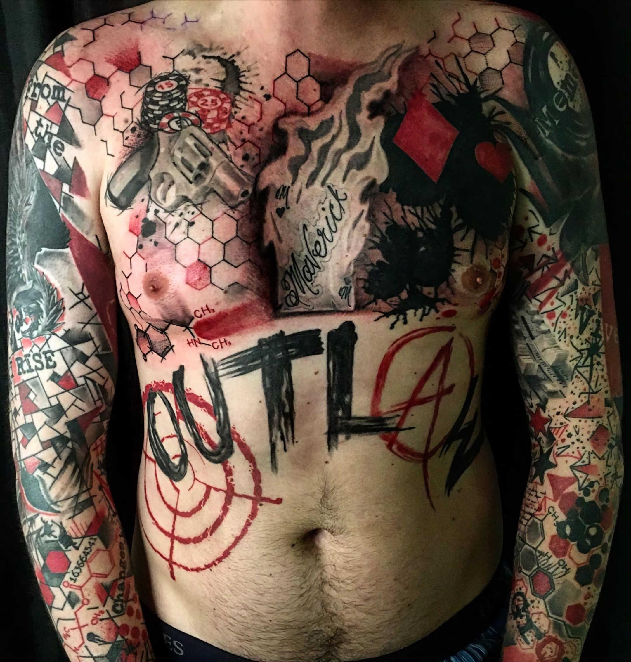 тату для мужчин в стиле трэш-полька на груди