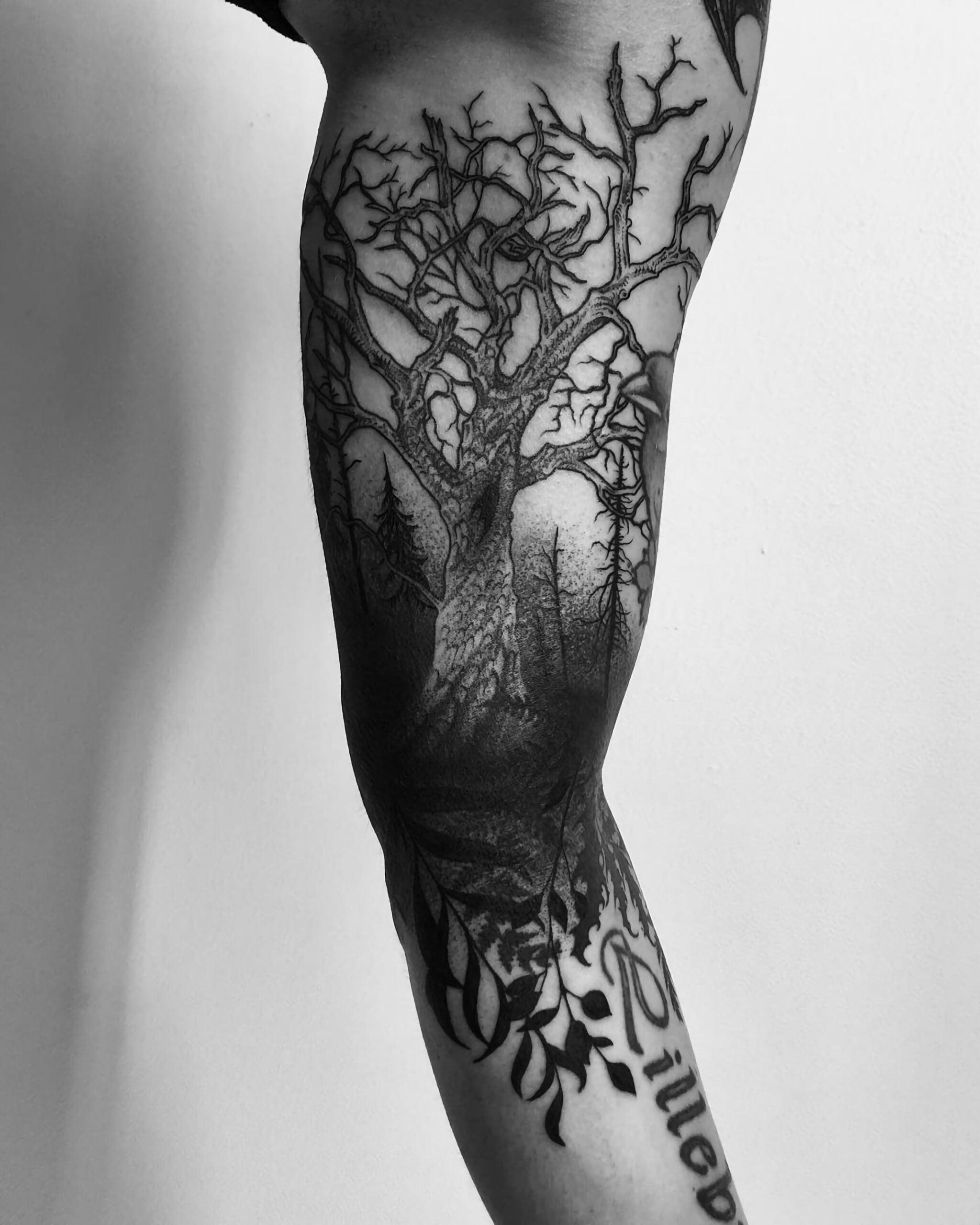 Татуировка с мертвым деревом