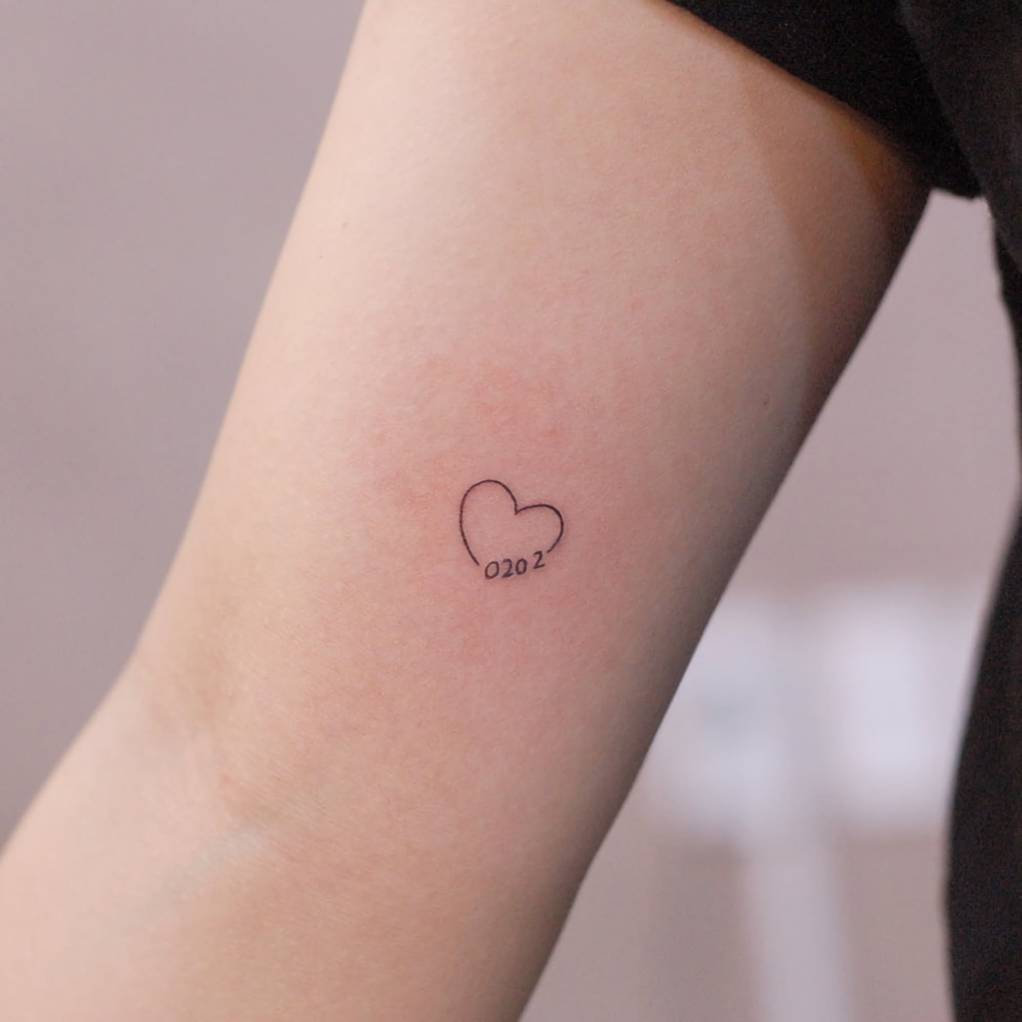 Парные татуировки в минималистичном стиле