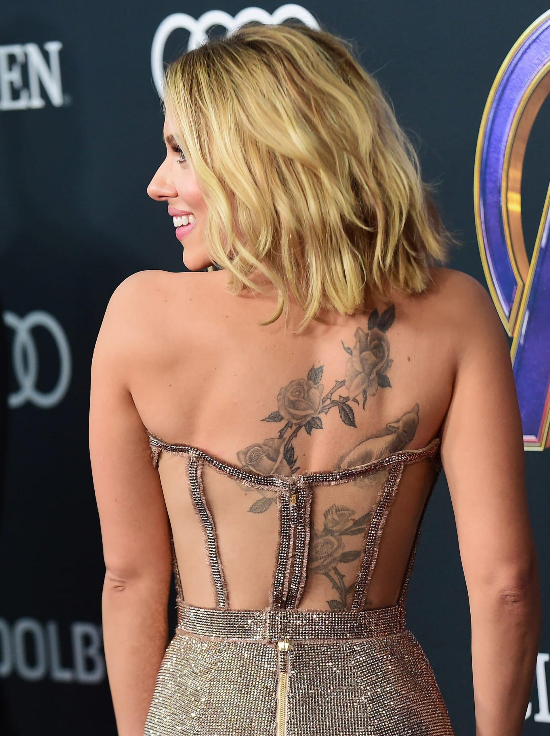 татуировка на спине в скаретт йоххансон