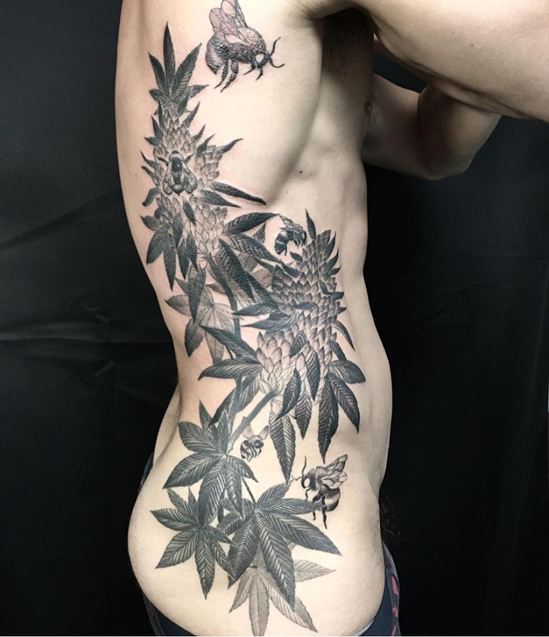 тату цветов на ребрах для мужчин