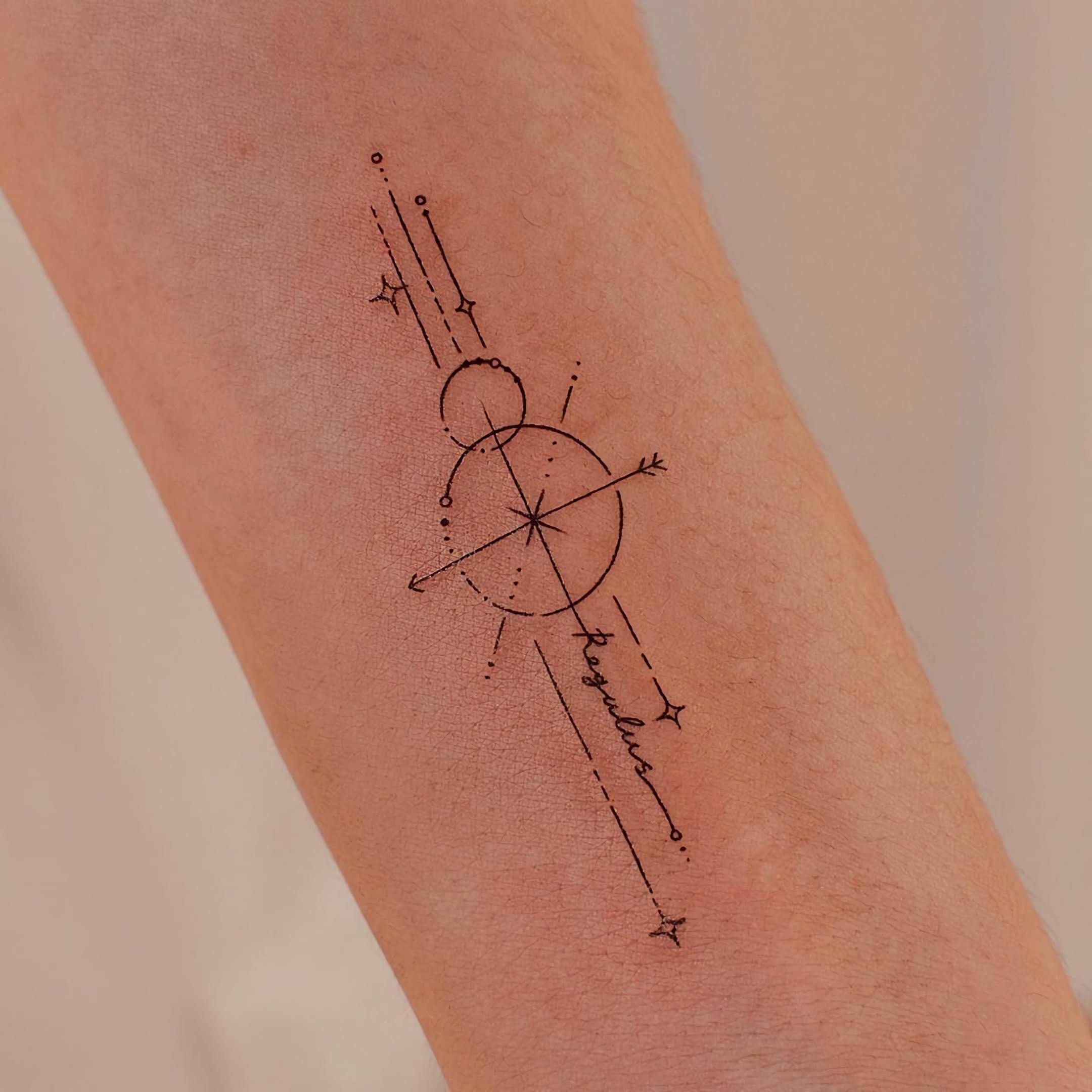 маленько тату в геометрическом стиле