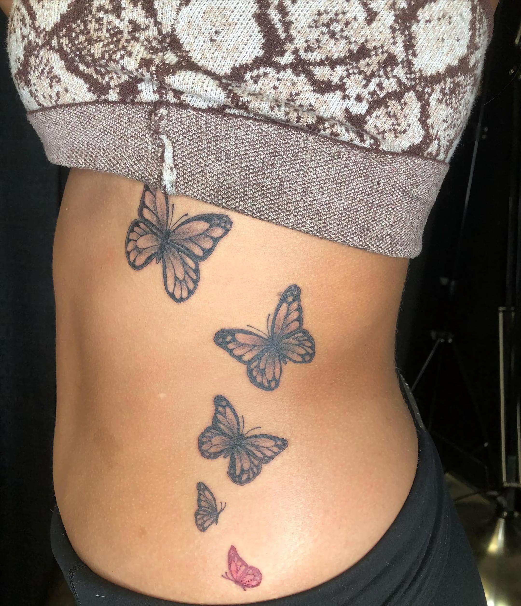 символическая татуировка на ребрах