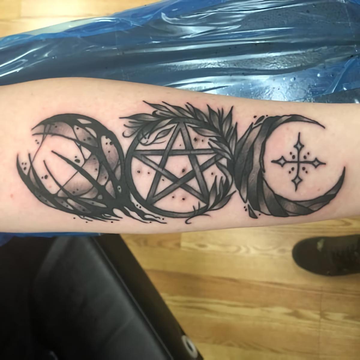 тату с Викканские символы защиты