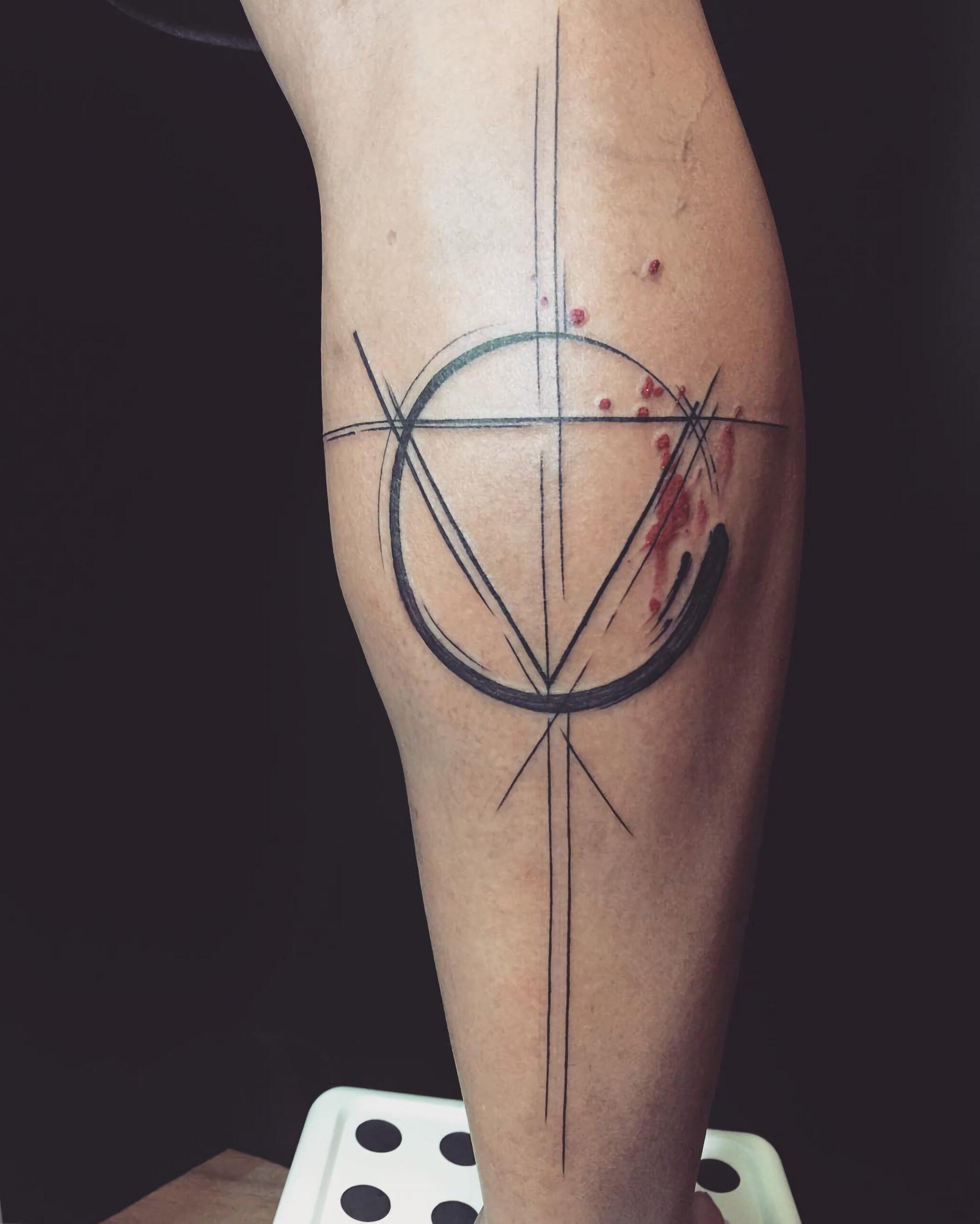 геометрическое тату в абстрактном стиле