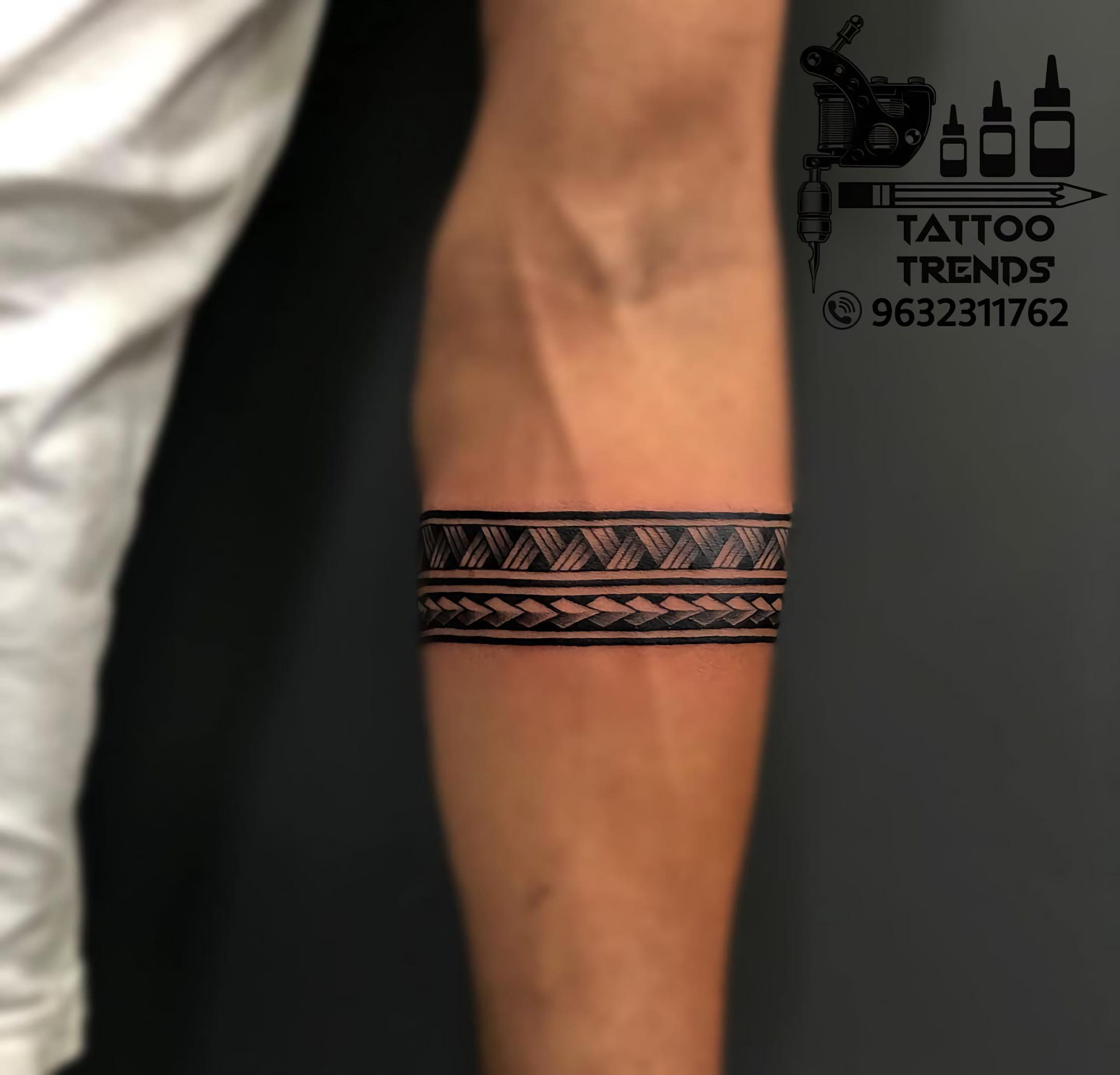 тату черной полосы в племенном стиле