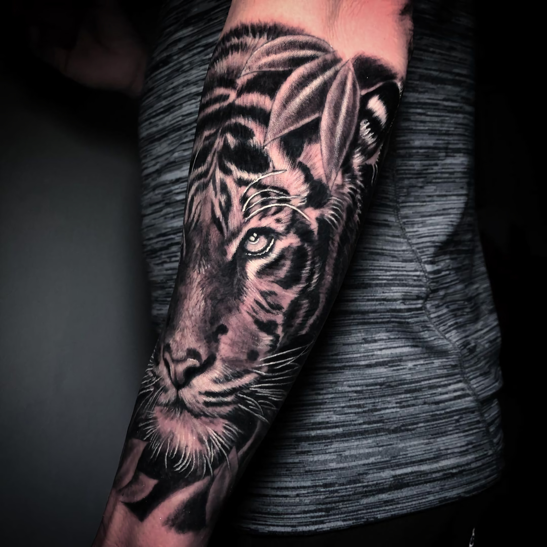 Татуировка на пол рукава с тигром